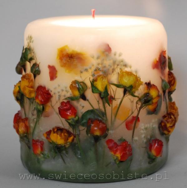 świeca z różyczkami herbacianymi, mała