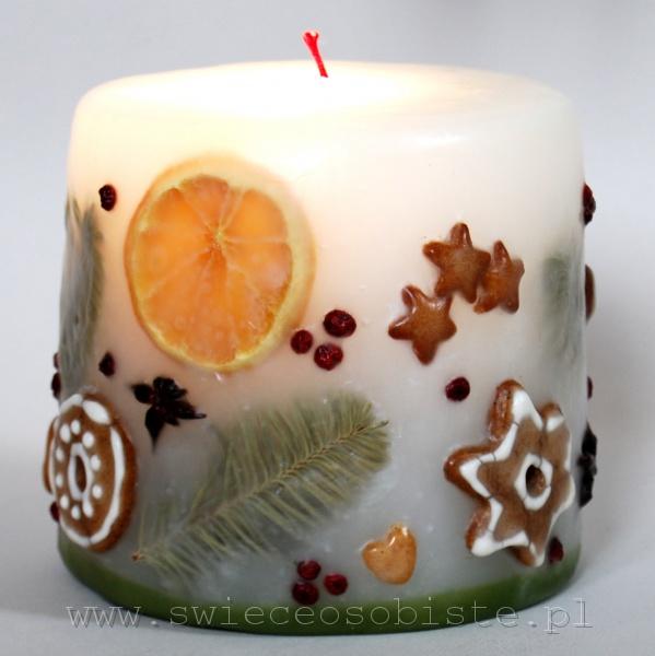 Świeca świąteczna z pierniczkami, anyżem, mandarynką i jagodami ostrokrzewu, mała