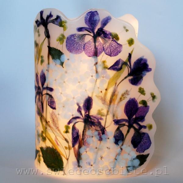 Lampion parafinowy z suszonymi irysami, hortensjami i alstremerią, wysokość ok. 26 cm, średnica ok. 16 cm