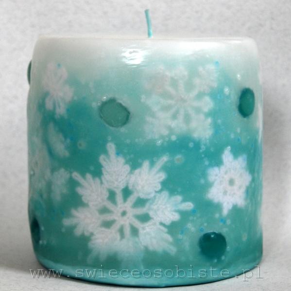 Świeca zimowa z szydełkowymi śnieżynkami, szklanymi kroplami i szklanymi koralikami, mała
