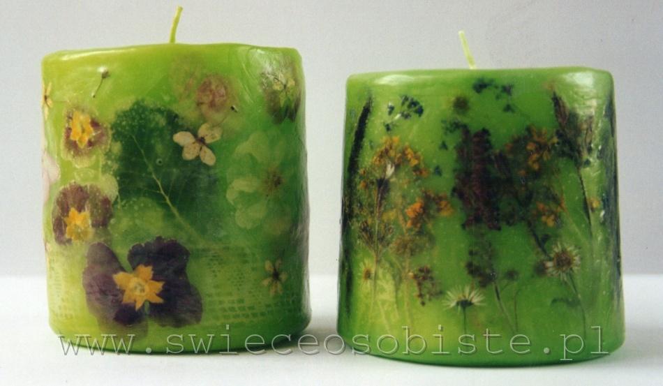 zielona świeca z prymulkami, mała