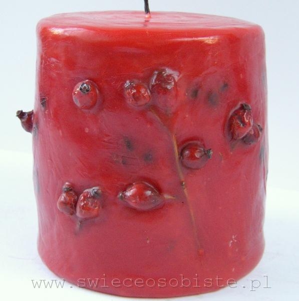 czerwona świeca z owocami dzikiej róży, mała