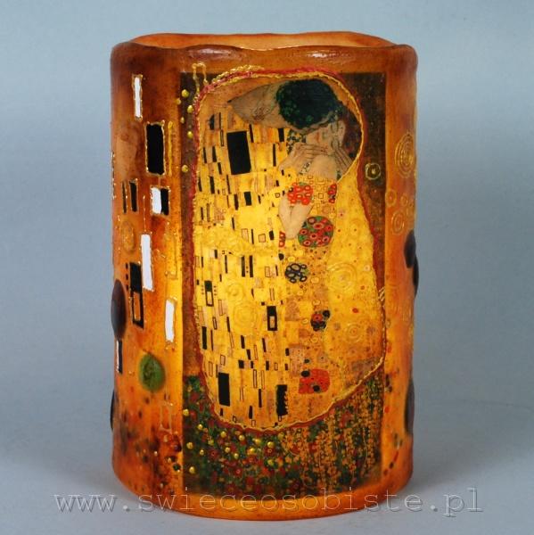 """Lampion parafinowy, barwiony, z reprodukcją """"Pocałunku"""" Gustawa Klimta, wysokość ok. 23 cm, średnica 16 cm"""