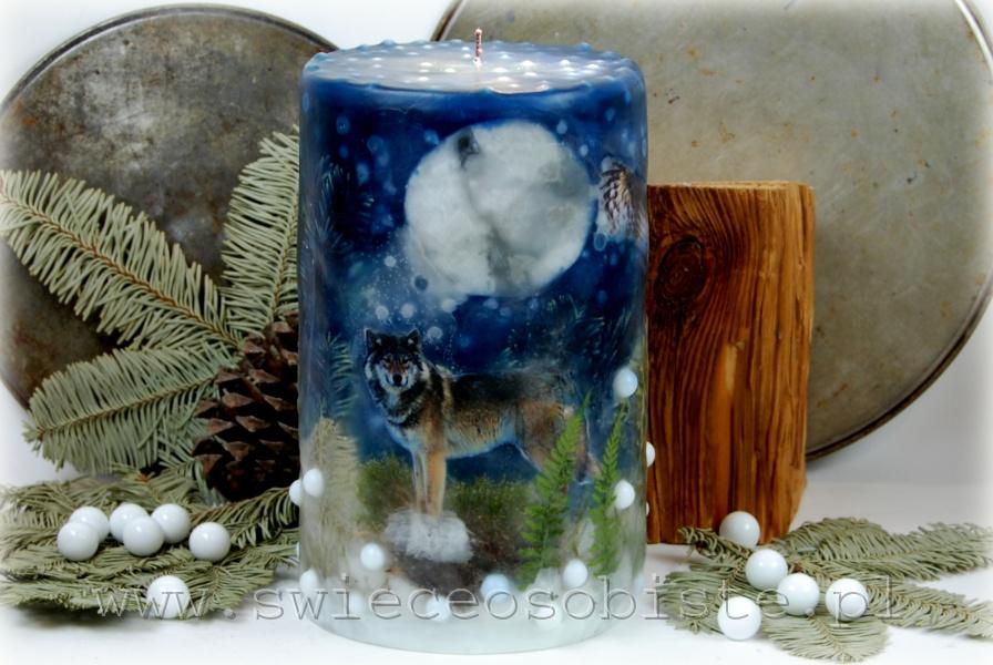 Świeca zimowa leśna z papierowymi sylwetkami wilka i dwóch sów, duża