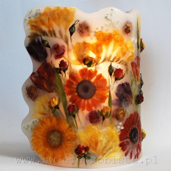 Lampion parafinowy z suszonymi frezjami, różami, gerberami i tulipanami, wysokość 25,5 cm, średnica 17 cm