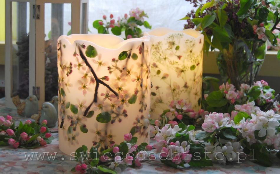 Lampion parafinowy z kwiatami jabłoni i gałązkami, wysokość 21 cm, średnica 18 cm