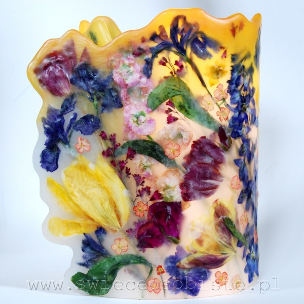 Lampion parafinowy z ostróżką, lewkonią, tulipanami, irysami i łubinem, barwiony, wysokość 24 cm, średnica 16 cm