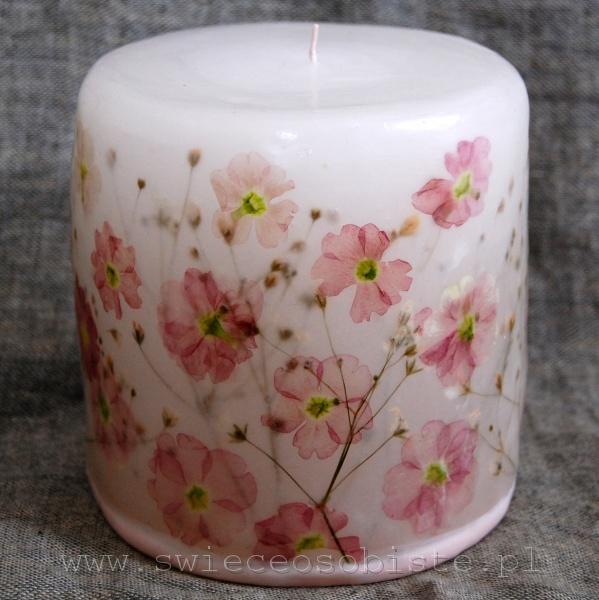 świeca z różowymi prymulkami, mała