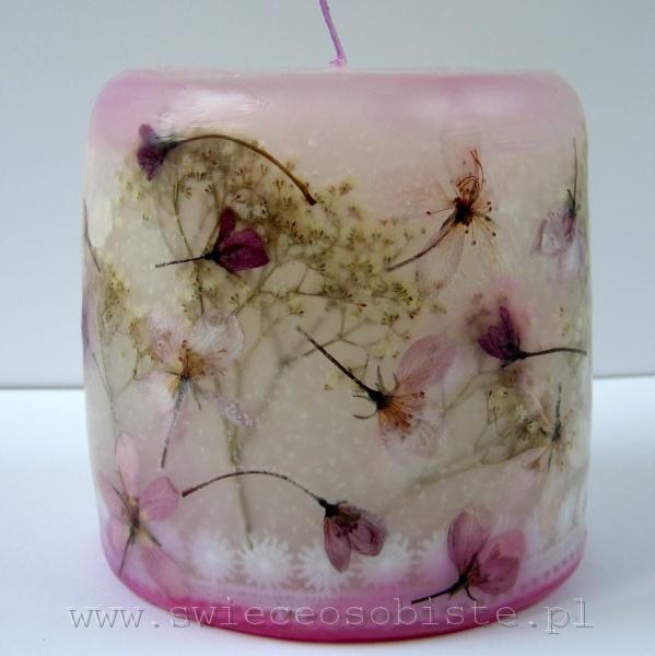 świeca z kwiatkami jabłoni purpurowej i koronką, mała