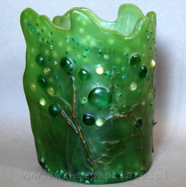 """Lampion parafinowy """"Świetliki"""" z suszonymi roślinami, gałązkami, szklanymi kamykami i akrylowymi kropelkami, wysokość 23 cm, średnica 15 cm, barwiony"""