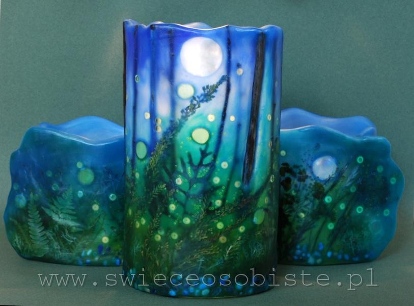 """Lampion parafinowy """"Świetliki"""" z suszonymi roślinami, gałązkami, szklanymi kamykami i akrylowymi kropelkami, wysokość 24 cm, średnica 15 cm, barwiony"""