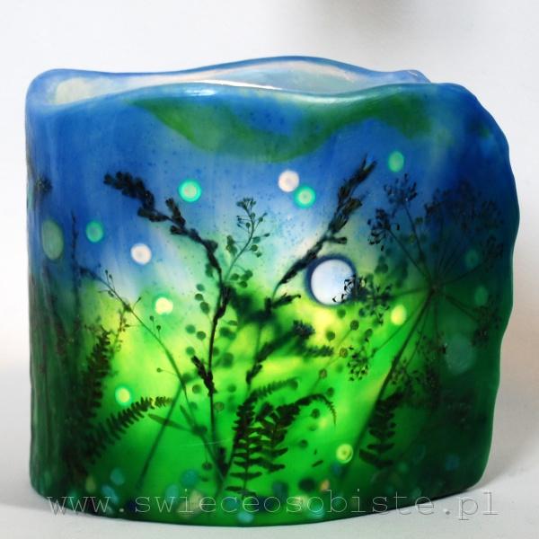 """Lampion parafinowy """"Świetliki"""" z suszonymi roślinami, szklanymi kamykami i akrylowymi kropelkami, wysokość 14 cm, średnica 14 cm, barwiony"""