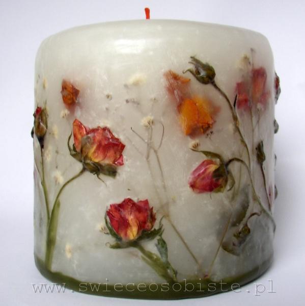 świeca z herbacianymi różyczkami, mała