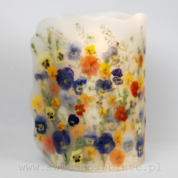 Lampion parafinowy z kolorowymi bratkami, wysokość 23 cm, średnica 14,5 cm