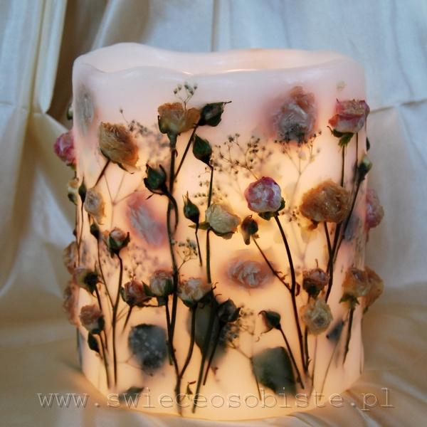 Lampion parafinowy z suszonymi różami, wysokość 20 cm, średnica 16 cm