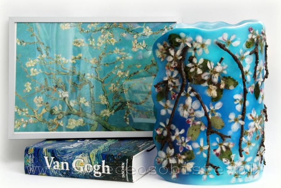 Lampion parafinowy z suszonymi kwiatami i gałązkami jabłoni, barwiony, wysokość ok. 25 cm, średnica 15 cm
