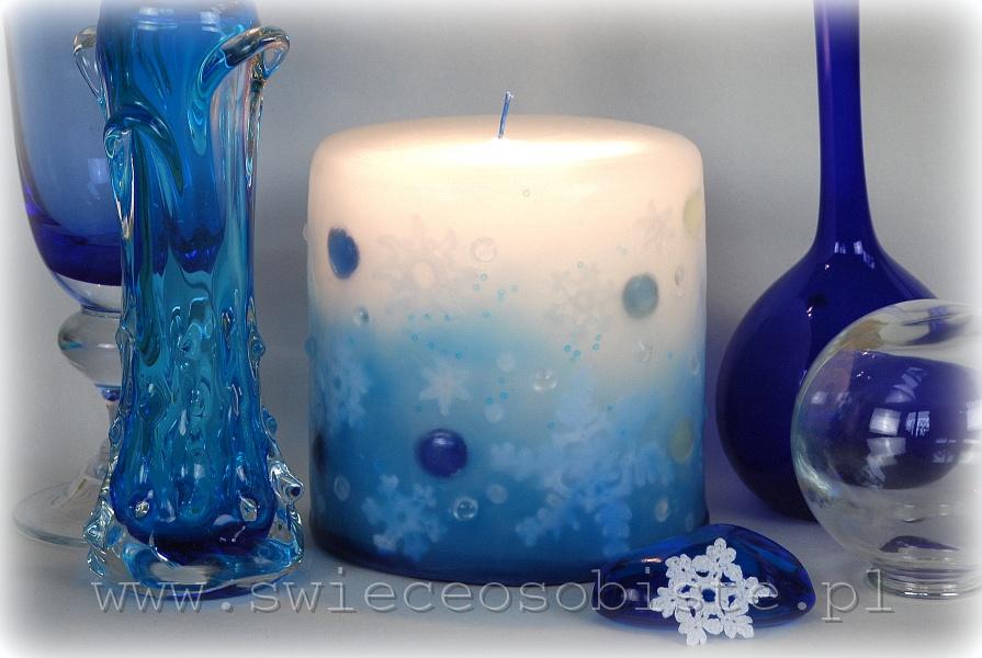 Świeca z szydełkowymi śnieżynkami i szklanymi kamykami, mała