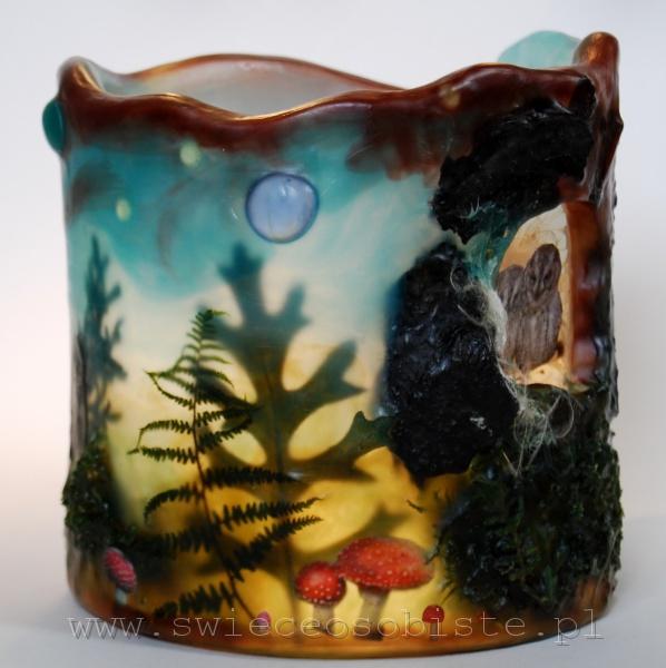 Lampionik parafinowy z suszonymi roślinami, papierowymi sowami w dziupli i muchomorkami, wysokość ok. 14 cm, średnica ok. 14 cm