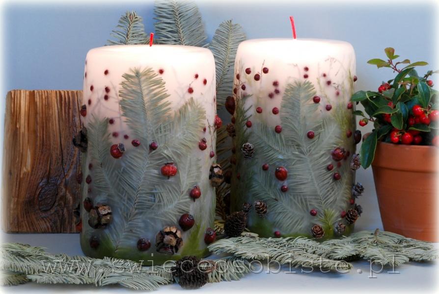 Świeca świąteczna z jodłą, szyszkami, głogiem, owocami ostrokrzewu, duża