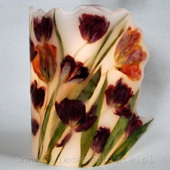 Lampion parafinowy z tulipanami. Wysoki ok. 25 cm, średnica ok. 17 cm.