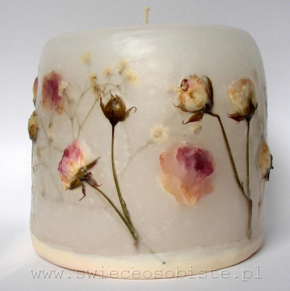 świeca z bladoróżowymi różyczkami, mała