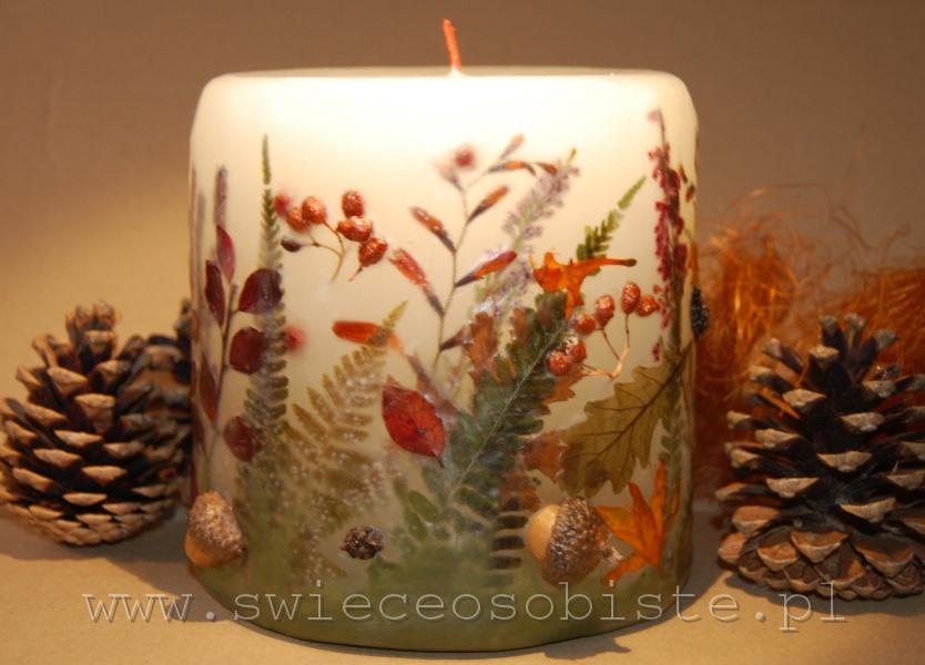 świeca leśna, jesienna, z żołędziami, jarzębiną, krokosmią, mała