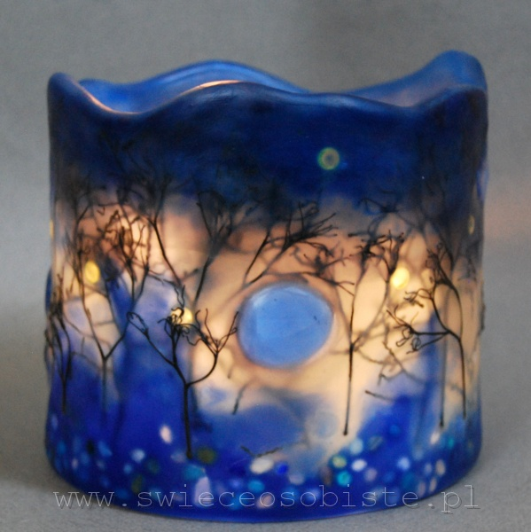 """Lampion parafinowy """"Listopadowy zmierzch"""" ze szklanymi kamykami i suszonymi gałązkami, barwiony, wysokość 13 cm, średnica 14 cm"""