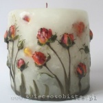 candle with pale yellow roses, small