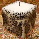 warsztaty tworzenia świec ozdobnych, świeca zdobiona techniką hennową