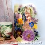 """Lampion parafinowy """"Letni ogród"""" z piwoniami, łubinem, alstremerią, ostróżką, frezjami, różami, tulipanami i irysami, wysoki na 33 cm, średnica 17 cm"""