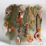 Lampion świąteczny z gałązkami świerku, pierniczkami i bombkami, 22 cm wysokości, 18 cm średnicy