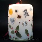 Świeca świąteczna z pierniczkami, anyżem, mandarynką, liśćmi i jagodami ostrokrzewu, duża