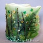 """Lampion parafinowy """"Świetliki"""" z suszonymi roślinami, szklanymi kamykami i akrylowymi kropelkami, wysokość 23 cm, średnica 17 cm, barwiony"""