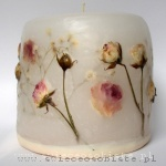 candle with pale pink roses, small