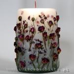 Świeca z różyczkami pąsowymi i saxifragą, duża