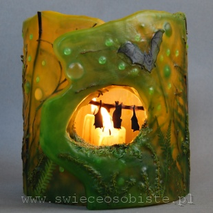 Lampion parafinowy z suszonymi roślinami, szkiełkami, gałązkami i papierowymi sylwetkami nietoperzy, wysokość 22 cm, średnica 21 cm