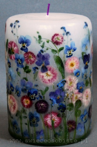 candle with blue pansies and daisies, big