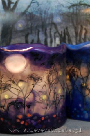 """Lampion parafinowy """"Listopadowy zmierch"""" ze szklanymi kamykami i suszonymi gałązkami, barwiony, wysokość 13 cm, średnica 14 cm"""